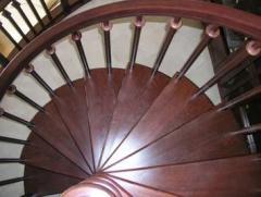 Лестница винтовая,  деревянная Арт 007