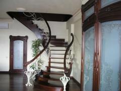 Лестница поворотная деревянная Арт 008