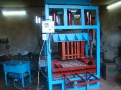 Vibrating presses for production, paving slabs, a