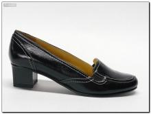 Туфли женские закрытые на убобном низком каблуке.