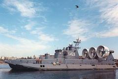 Десантный корабль Зубр для высадки на необорудованное побережье личного состава передовых отрядов морских десантов и боевой техники и огневой поддержки их действий на берегу.
