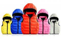 Брендовые жилеты для детей с отстегивающим капюшоном..