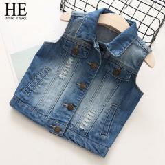 Вышитые джинсовые жилеты для девочек.