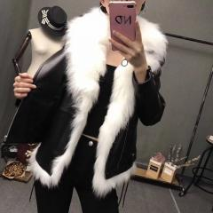 Зимний женский жилет-куртка из натуральной овечьей кожи и натурадного лисьего меха-(набор)