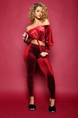 Женские бархатные, велюровые спортивные костюмы с открытыми плечами.