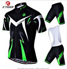 Дышащий спортивный костюм для занятия велоспортом.