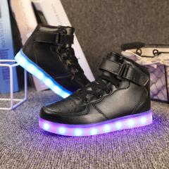 Кожаные, зимние, теплые ботинки со светящейся подошвой.