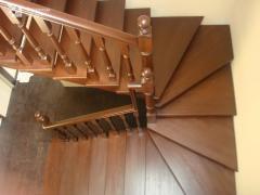 Girevole scala in legno