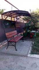 Скамейка для отдыха с навесом