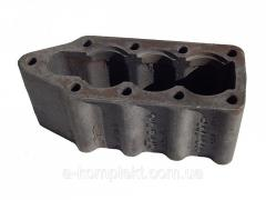 Крышка гидрораспределителя Р-80 нижняя без отлива (утюг) В3 нового образца (чугун)