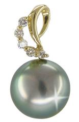 Pendent with a pearl of Tahiti and diamonds