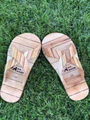 Деревянная обувь для сауны и бани