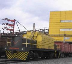 Электротягач Э-2Б для непрерывного перемещения с малой скоростью железнодорожных составов в процессе загрузки полувагонов, транспортно-разгрузочное оборудование, пр-во Днепротяжмаш, Украина