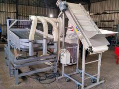 Vibrating screen for nuts
