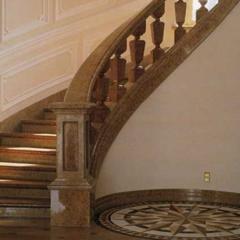 Мраморная радиусная лестница с перилами и