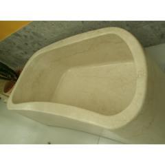 Мойка из мрамора бежевого цвета, выполнена из