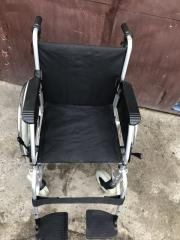 Почти новая инвалидная коляска немецкого производства Meyra ширина сидения 44.5 см. б.у. в хорошем состоянии