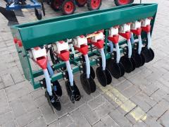 Сеялка зерновая 8-рядная с бункером для удобрений
