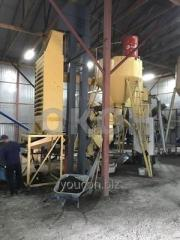 Processing of poultry manure in granule. Equipment for granulating chicken manure