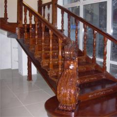 Декоративные элементы из дерева, лестницы из