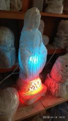 Скульптура из каменной соли: Дева Мария и странец