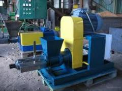 Equipment for production of peat briquettes