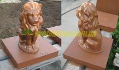 Лев из бетона сидящая фигура льва на столб