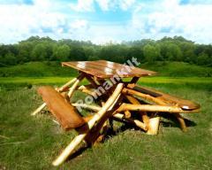 Стол с лавками из дикого дерева