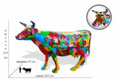 Фигуры коровы и быка в натуральную величину.