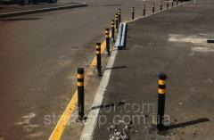 Antiparkovochny колона боядисани