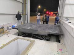 Cargo hydraulic lift