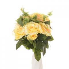 Букет-комозиция из роз с вкраплением росы(чайная)