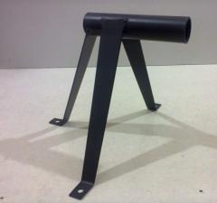 Arms for satellite antennas