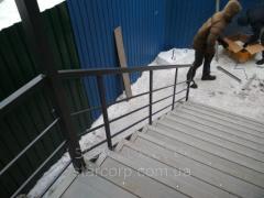 Kovové zábradlí bez svarů pro venkovní schodiště