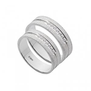 Обручальное кольцо с алмазной огранкой из золота