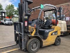 Вилочный погрузчик CAT Lift Trucks GP25N.