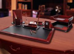 Наборы канцелярские деревянные, подставки из