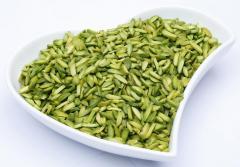 的切片绿色开心果的内核。来自伊朗交付