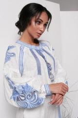 المرأة زي الأبيض مع التطريز الأزرق ريشيليو الكتان