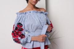 Блузка - вышиванки бело-голубая с вышивкой на