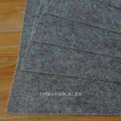 Войлок натуральный.цвет мокко состав 100% шерсть, толщина 1,2 мм. Ширина рулона 180 см. Производство италия
