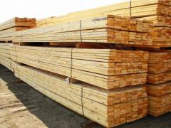 Dry pine timber : a board, a cant, a wooden lath