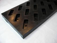 Lining plate for ore chutes, reloading knots of