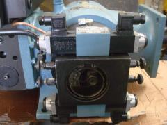 Hydraulic pumps on automatic molding machines