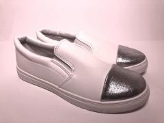 Мокасины женские белые с серебряным носком мягкие