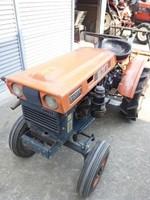 The Kubota B6000S minitractor, minitractor bu, a