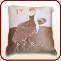 "Throw pillow ""Maiden"""