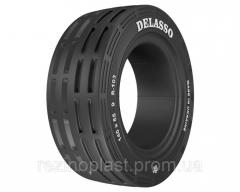 Solid tires for loaders