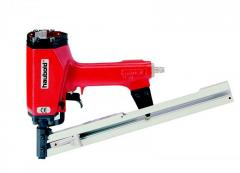 The pneumogun for mounting of faltsevy roof of