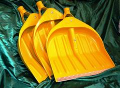 Yellow shovels of WAVE assembled for cleaning of